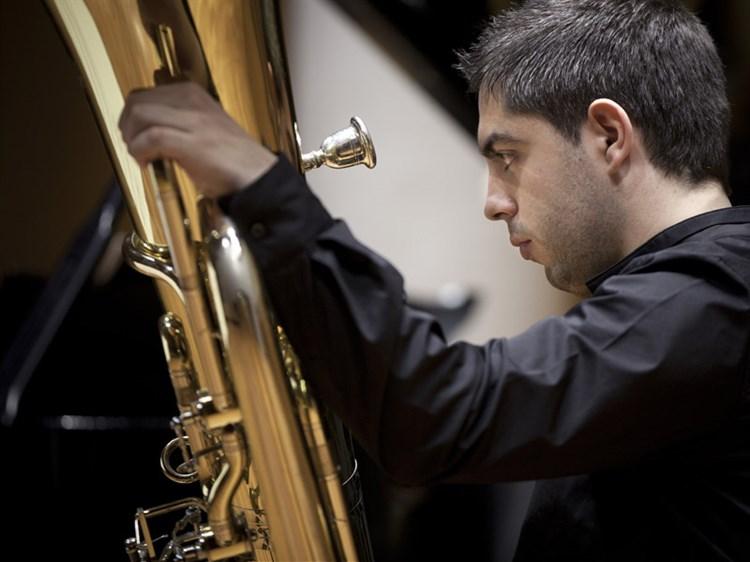 Álvaro cortinas profesor de tuba