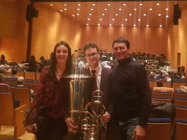 Daniel Cabero junto a Claudia Vior, su pianista acompañante y José Manuel Redondo, su profesor de tuba